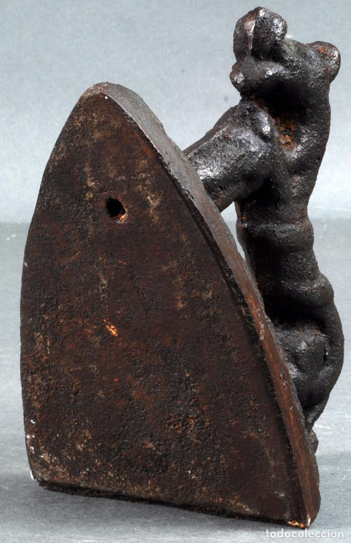 Antigüedades: Plancha en hierro zoomorfa española finales del siglo XVII principios siglo XVIII - Foto 9 - 88299404