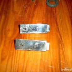 Antigüedades: DOS ANTIGUAS CERRADURAS DE MALETAS MARCA D. Lote 88541376