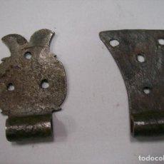 Antigüedades: LOTE 2 BISAGRAS HIERRO FORJA. S. XIX. Lote 115641219