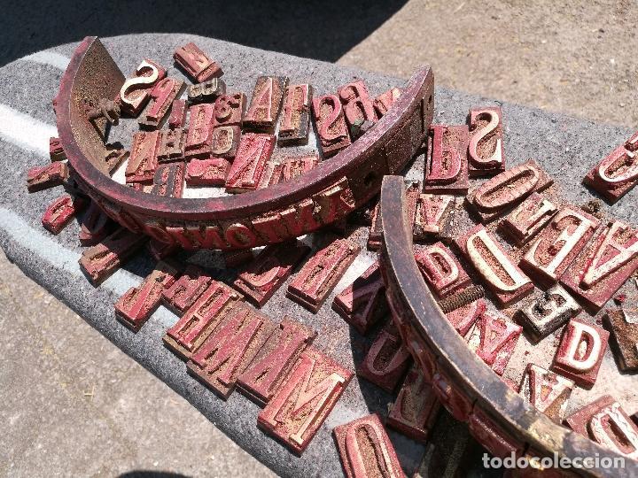 Antigüedades: TROQUELES DE ESTAMPACION ESTAMPAR LOGO CAJAS DE MADERA -2 JUEGOS COMPLETOS -FLIX--TARRAGONA-REF-PEÑ1 - Foto 2 - 88755264