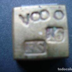 Antigüedades: PONDERAL ANTIGUO DE BRONCE DE UNA ONZA CUÑO FS. Lote 88778540