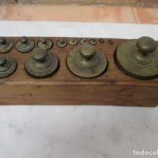 Antigüedades: JUEGO DE PESAS ANTIGUO, DESDE 1 GRAMO A 2 KG. FIRMADO POR V. GUARDIA, VALENCIA.. Lote 89031300
