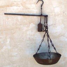 Antigüedades: BALANZA O ROMANA ANTIGUA, PESA HASTA 26 KILOS Y MARCAS EN LIBRAS, CADENAS FORJADAS, BAL365. Lote 89244388