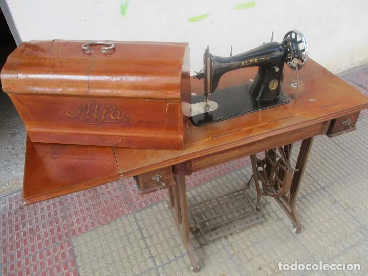 MÁQUINA DE COSER ALFA MODELO 504 DE 1945 (Antigüedades - Técnicas - Máquinas de Coser Antiguas - Alfa)