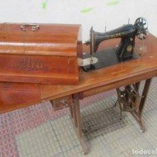 Antigüedades: MÁQUINA DE COSER ALFA MODELO 504 DE 1945. Lote 89558384