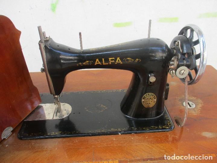 Antigüedades: MÁQUINA DE COSER ALFA MODELO 504 DE 1945 - Foto 2 - 89558384