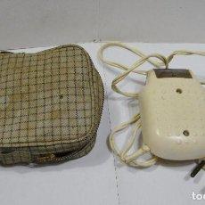 Antigüedades: ANTIGUA AFEITADORA ELECTRICA. FOIX. 125 V. INCLUYE FUNDA ORIGINAL.. Lote 89681556