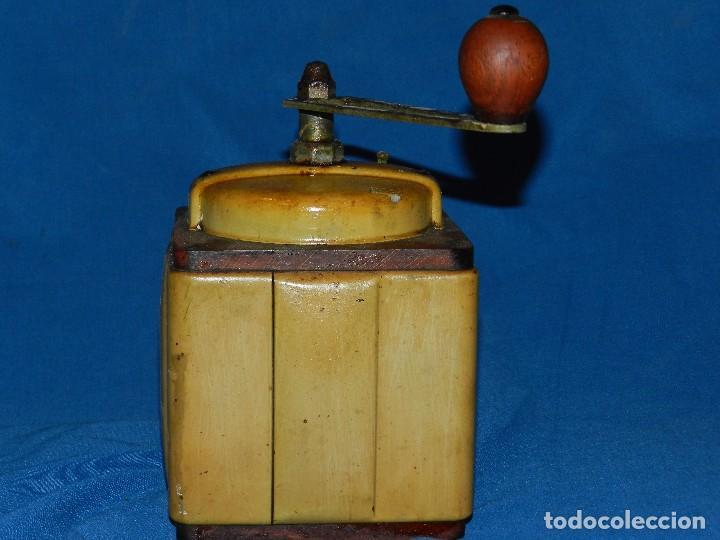 Antigüedades: (M) MOLINILLO DE CAFE ANTIGUO MARCA PEUGEOT , MADERA , 20 X 12 X 12 CM, SEÑALES DE USO - Foto 3 - 89823316