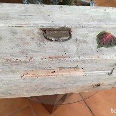 Antigüedades: ANTIGUA CAJA DE HERRAMIENTAS SHABBY CHIC. Lote 90104356