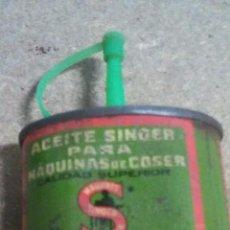 Antigüedades: LATA DE ACEITE DE SINGER. Lote 90190420