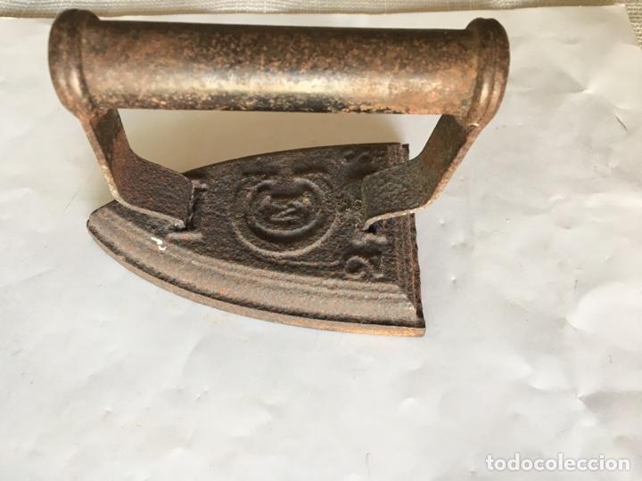 Antigüedades: Plancha en Hierro Fundido (finales del Siglo XIX) - Foto 2 - 90198366