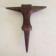 Antigüedades: PEQUEÑO. YUMQUE.. Lote 90205816