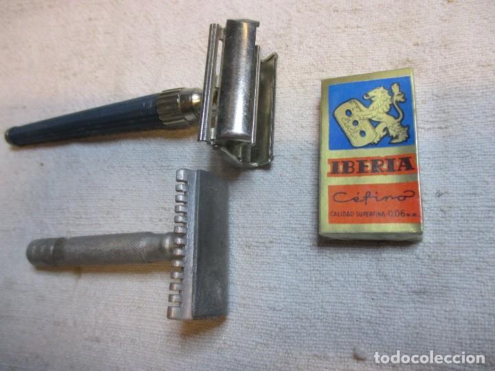 LOTE DE DOS MAQUINILLAS DE AFEITAR - GILLETTE DE COMPUERTA Y OTRA ALUMINIO + 10 HOJAS IBERIA EXCELEN (Antigüedades - Técnicas - Barbería - Maquinillas Antiguas)