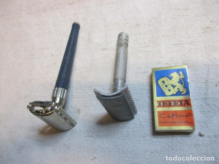 Antigüedades: LOTE DE DOS MAQUINILLAS DE AFEITAR - GILLETTE DE COMPUERTA Y OTRA ALUMINIO + 10 HOJAS IBERIA EXCELEN - Foto 2 - 90224360