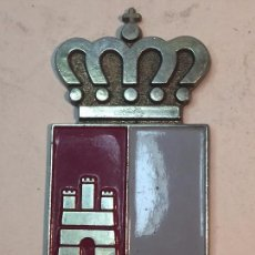 Antigüedades: APLIQUE METAL ESCUDO CASTILLA LA MANCHA ESMALTE GRAN TAMAÑO CALIDAD 13 X 6,5 CMS. EMBELLECEDOR. Lote 90586860