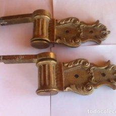 Antigüedades: IMPORTANTES GRAN ANTIGUAS BISAGRAS PARA PUERTA DE METAL BRONCE CADA UNA PESA UNOS 1,800 KG.. Lote 90746100