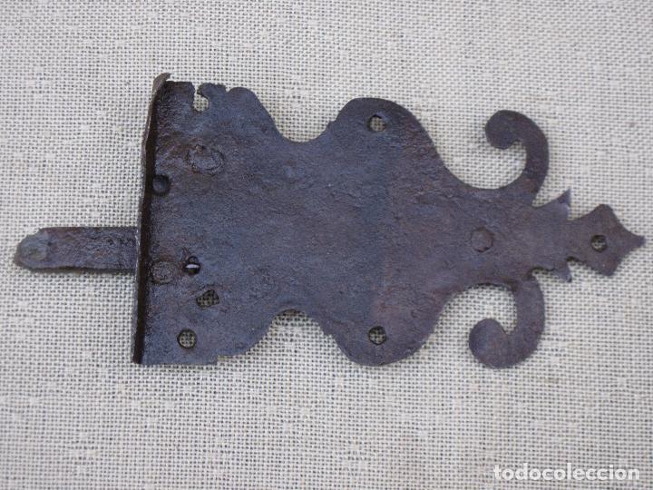 Antigüedades: PESTILLO ANTIGUO EN HIERRO FORJADO - SIGLO XVIII. - Foto 3 - 273906488