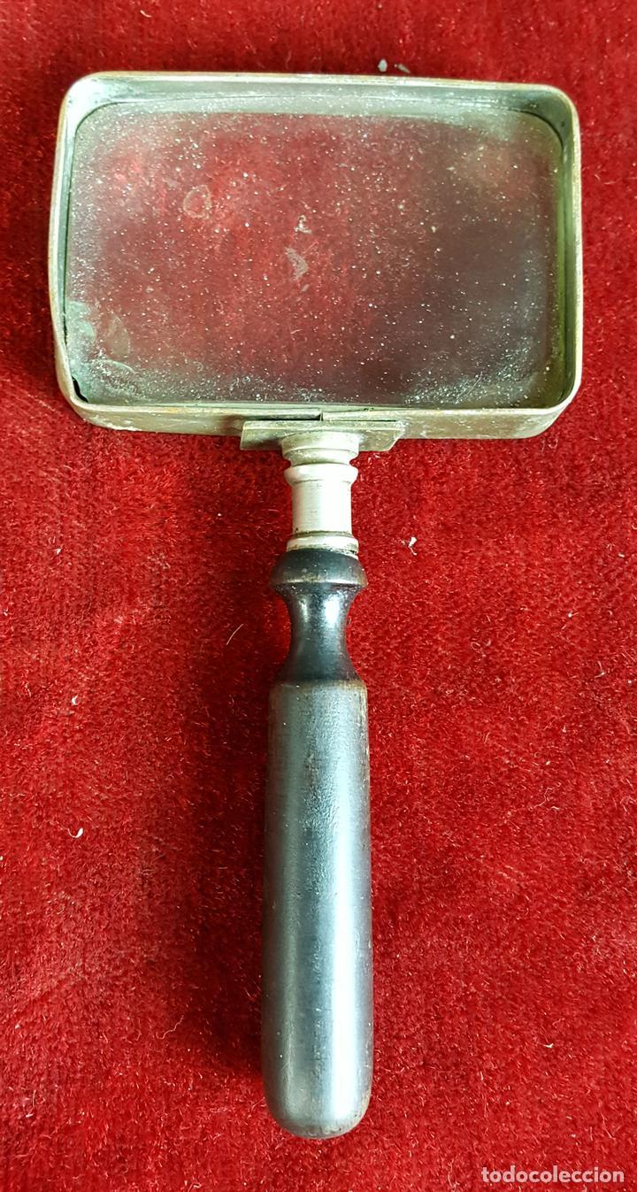 LUPA EN LATÓN CON MANGO DE MADERA. SIGLO XIX. (Antigüedades - Técnicas - Instrumentos Ópticos - Lupas Antiguas)