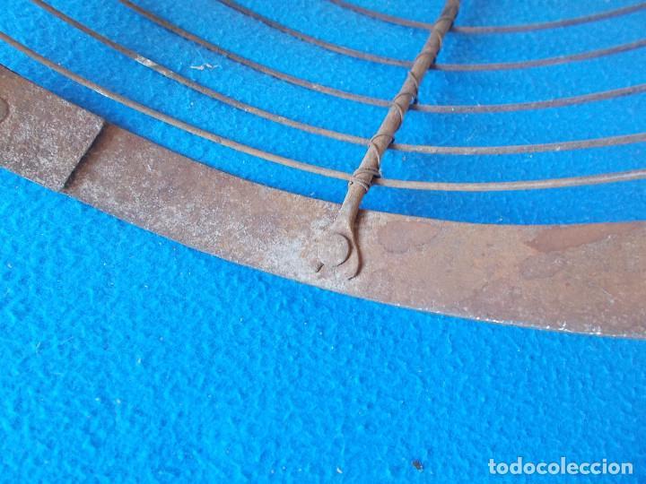 Antigüedades: ANTIGUA Y FUERTE ALAMBRERA DE BRASERO CON REMACHES - Foto 4 - 92343685