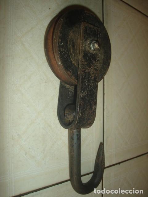 Antigüedades: Antiguas herramientas albañil: Polea o garrucha, plomada, nivel aluminio doble burbuja y espátula - Foto 4 - 92428510