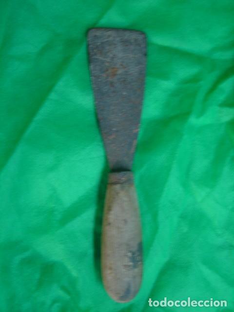 Antigüedades: Antiguas herramientas albañil: Polea o garrucha, plomada, nivel aluminio doble burbuja y espátula - Foto 8 - 92428510