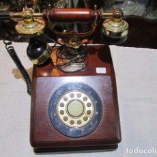 Teléfonos: RÉPLICA DE TELÉFONO ANTIGUO, EN MADERA. 20 X 24 X 25 CMS. ALTURA.. Lote 92706080