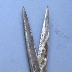 Antigüedades: TIJERAS DE ACERO,FABRICANTE ILEGIBLE, 23CM APROX. Lote 92831140