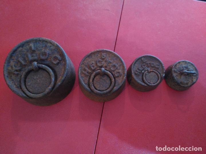 ANTIGÜO JUEGO 4 PESAS PESOS PONDERALES HIERRO S. XVIII 1 KG , 1)2KG. 200 GM. 100 GM. (Antigüedades - Técnicas - Medidas de Peso - Ponderales Antiguos)