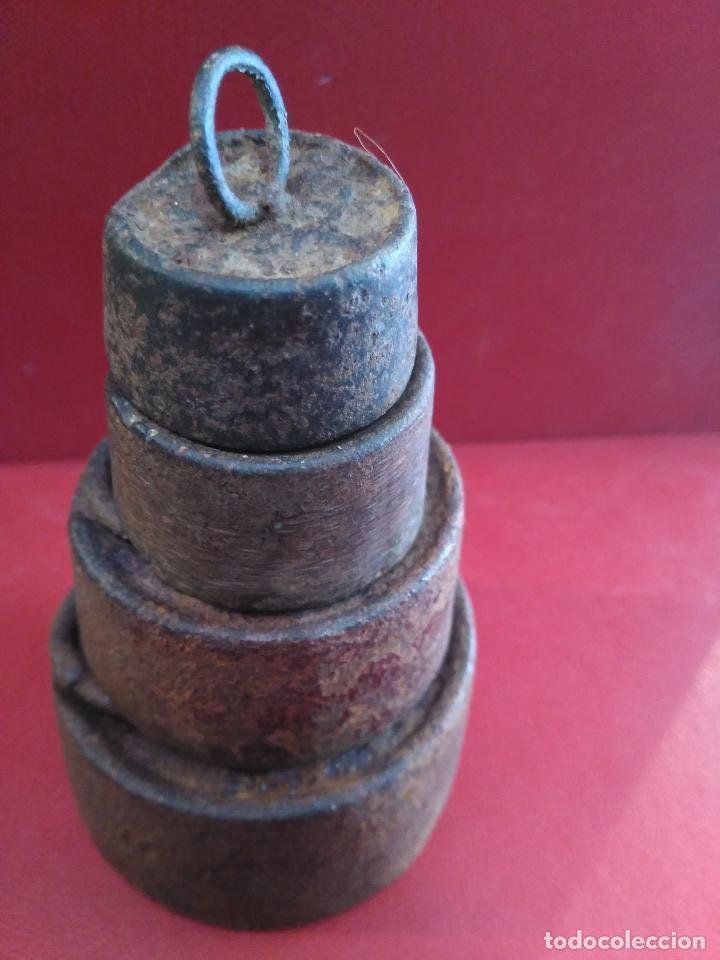 Antigüedades: ANTIGÜO JUEGO 4 PESAS PESOS PONDERALES HIERRO S. XVIII 1 kg , 1)2kg. 200 gm. 100 gm. - Foto 2 - 92920300