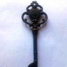 Antigüedades: LLAVE ANTIGUA ENORME.. Lote 93127835