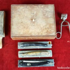 Antigüedades: SET DE BARBERO. CORTA PELO. 3 NAVAJAS Y CINTA DE AFILAR. SIGLO XIX-XX. . Lote 93237040