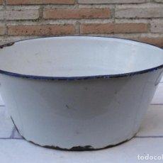 Antigüedades: BARREÑO SANITARIO O DE LECHERIA ANTIGUO - METALICO CON BAÑO PORCELANA.. Lote 93303650