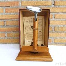 Antigüedades: PLANCHA PARA ACCESORIOS LE COQ BABETH. Lote 93336750