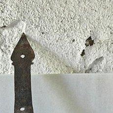 Antigüedades: ANTIGUA BISAGRA DE FORJA DE 4 AHUJEROS. Lote 93367830