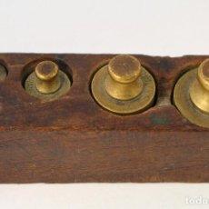 Antigüedades: JUEGO DE 5 PESAS - PONDERALES EN BRONCE PESAS EN BRONCE GRABADAS. Lote 108189146