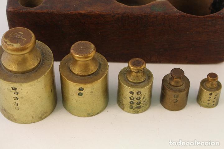 Antigüedades: juego de 5 pesas - ponderales en bronce pesas en bronce grabadas - Foto 3 - 108189146