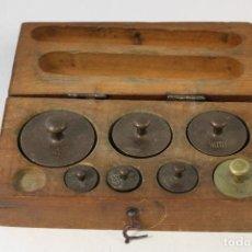 Antigüedades: JUEGO DE 7 PESAS - PONDERALES EN BRONCE PESAS EN BRONCE GRABADAS. Lote 95722638