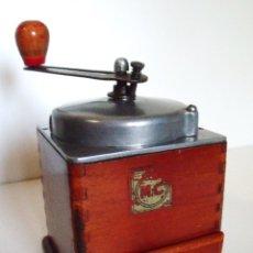 Antigüedades: MOLINILLO DE CAFÉ DE ALUMINIO Y MADERA. MARCA M.C. FRANCIA. CA. 1950. Lote 93645625