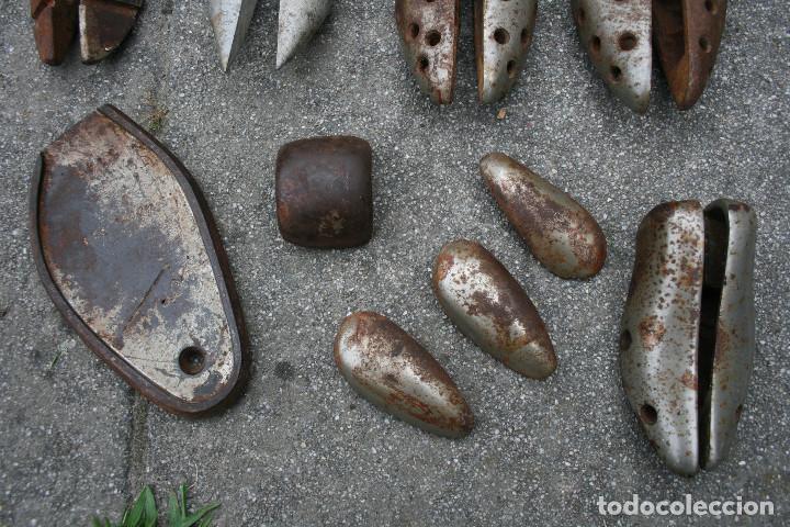 Antigüedades: Lote de hormas de zapato metalicas - hierro y aluminio ( zapatero ) - Foto 4 - 93703750