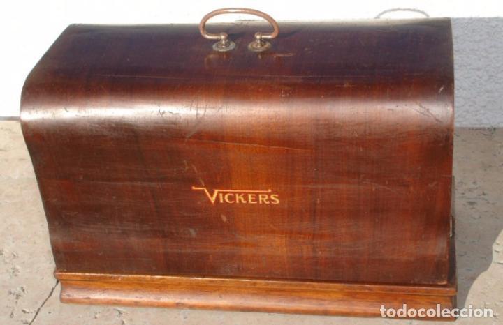 Antigüedades: ANTIGUA MAQUINA DE COSER VICKERS, AÑO C. 1930- FUNCIONA Y COSE - Foto 4 - 46379566
