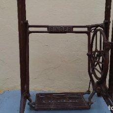 Antigüedades: PIE DE MÁQUINA SINGER. Lote 93953180