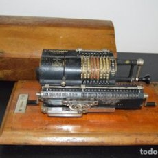 Antigüedades: ANTIGUA CALCULADORA ¨BRITANNIC¨, GUY'S CALCULATING MACHINES LTD., AÑOS 30, FUNCIONANDO, CAJA Y LLAVE. Lote 94212265