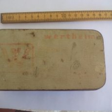 Antigüedades: ANTIGUA CAJA METÁLICA DE MAQUINA COSER WERTHEIM. SEWING MACHINE TIN BOX. . Lote 94241825