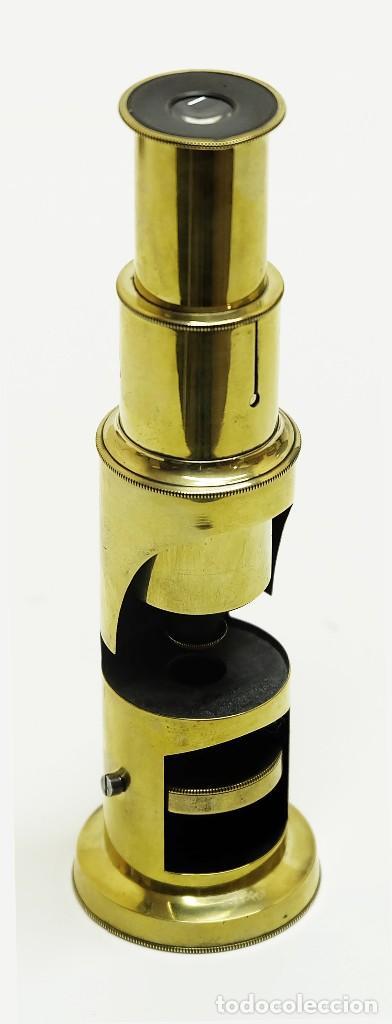1880C MICROSCOPIO DE CAMPO PORTÁTIL. EN LATÓN PULIDO. MUY ATRACTIVO. (Antigüedades - Técnicas - Instrumentos Ópticos - Microscopios Antiguos)