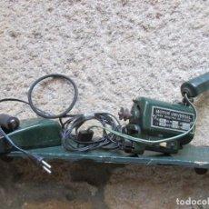 Antigüedades: MOTOR CORREA PEDAL Y LAMPARA DE MAQUINA DE COSER REFREY MOD ' CL 317 ' Y OTROS, FUNCIONANDO + INFO. Lote 94532706