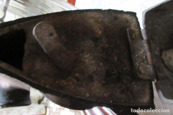 Antigüedades: PLANCHA DE CARBÓN, MARCA UCM, TAMAÑO 6 1/2. COMIENZOS SIGLO XX. CON SOPORTE - COMPLETA - Foto 10 - 94708507