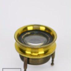 Antigüedades: ANTIGUO CUENTAHILOS / LUPA REGULABLE DE LATÓN - MAPAS, SELLOS, ETC. - MEDIDAS 4,5 X 4,5 X 4 CM. Lote 94793251