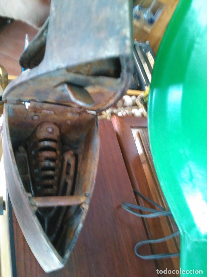 Antigüedades: PRECIOSA Y ANTIGUA PLANCHA DE CHIMENEA A CARBóN MONDRAGóN Precio: 170,00 € - Foto 3 - 94875579
