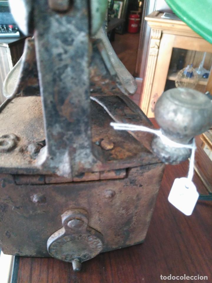 Antigüedades: PRECIOSA Y ANTIGUA PLANCHA DE CHIMENEA A CARBóN MONDRAGóN Precio: 170,00 € - Foto 5 - 94875579