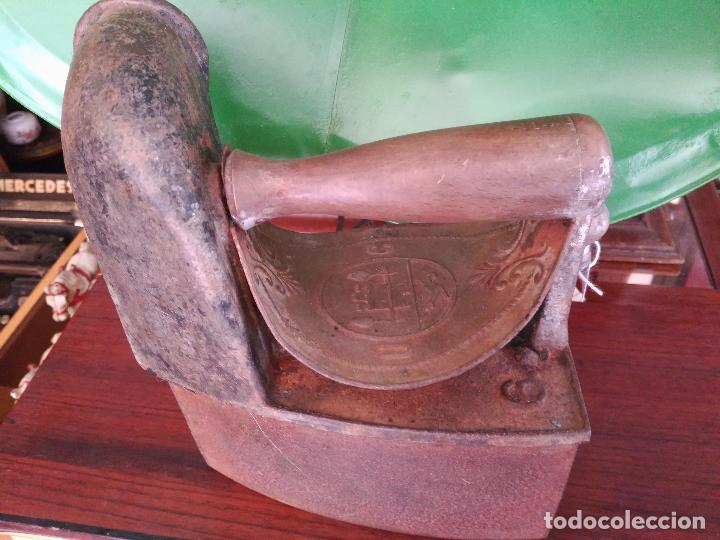 Antigüedades: PRECIOSA Y ANTIGUA PLANCHA DE CHIMENEA A CARBóN MONDRAGóN Precio: 170,00 € - Foto 6 - 94875579